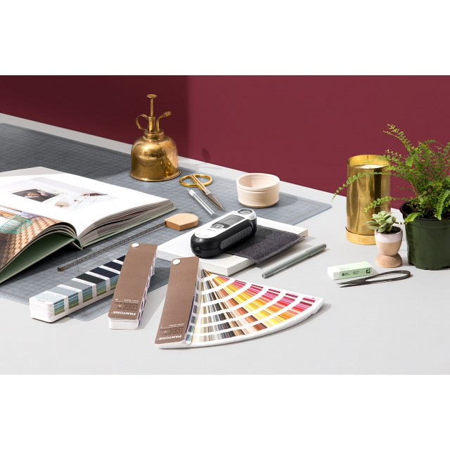Pantone Capsure with Fashion & Home, Interiors Color Guide